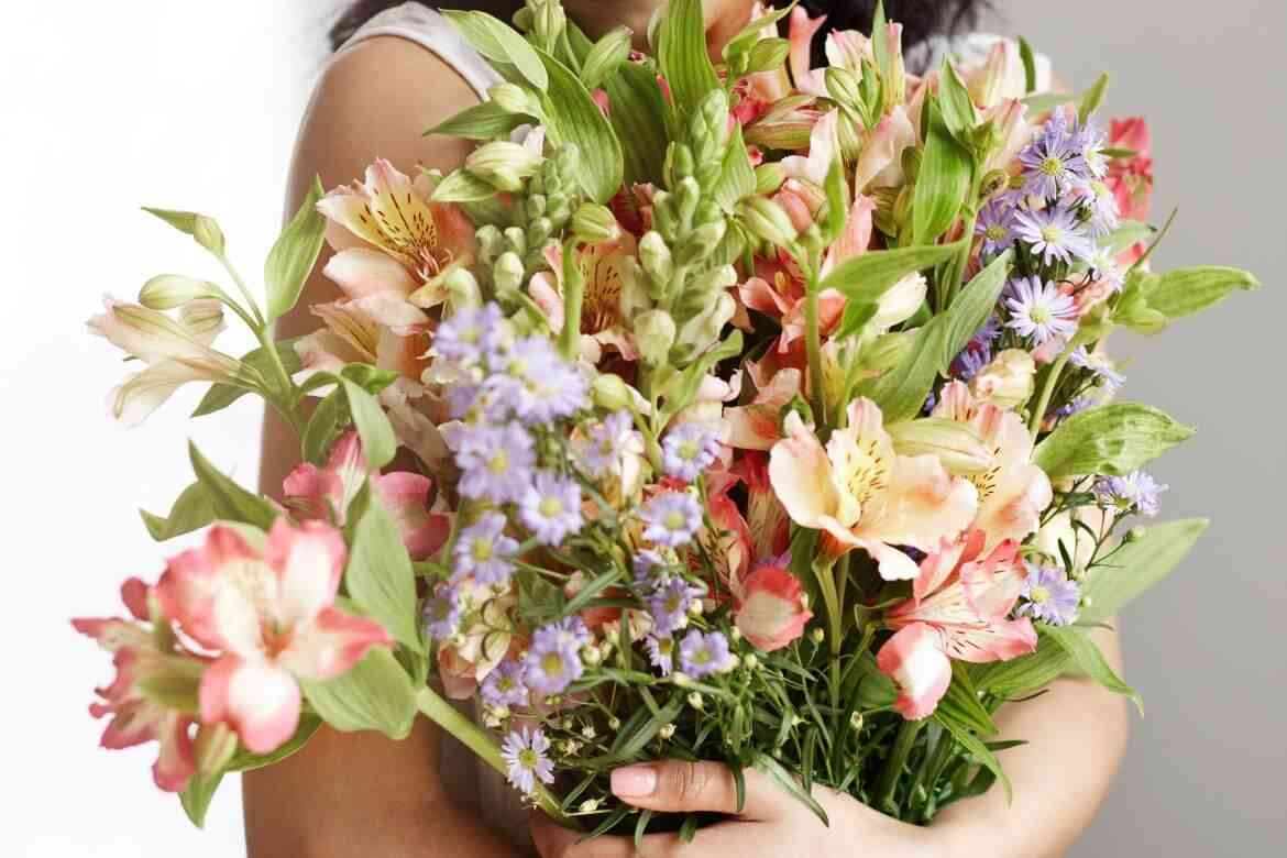 How To Decorate The House With Flowers